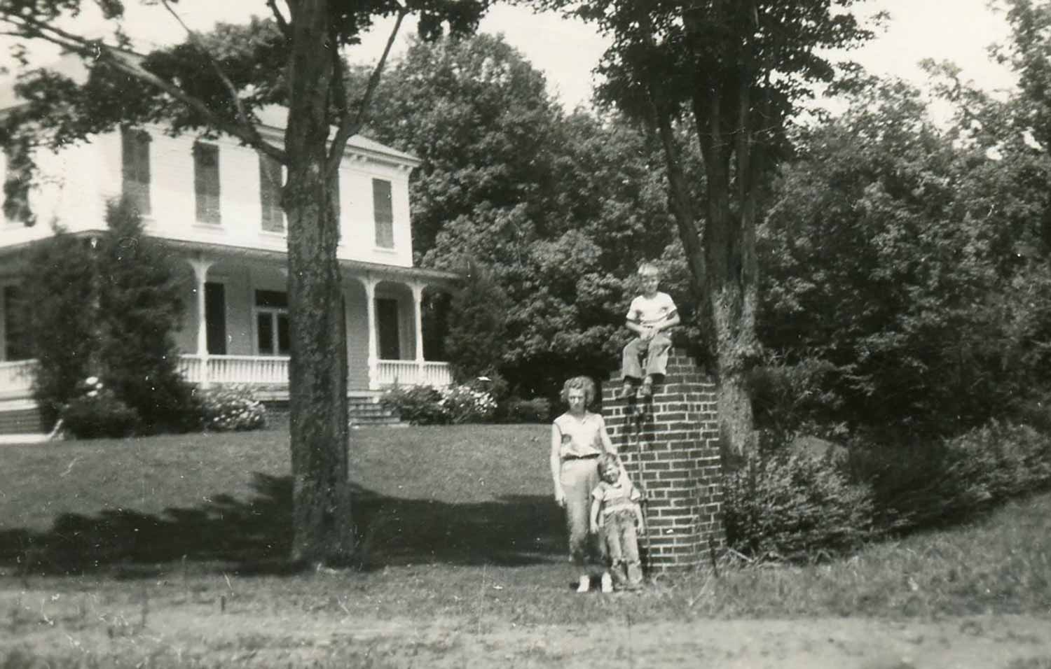 Winifred Schreiber and the kids visiting Roxbury